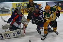 Hodonínští hokejisté doma zvítězili nad Vsetínem 6:3. Útočník SHK Petr Peš se po návratu do sestavy Drtičů blýskl hattrickem.