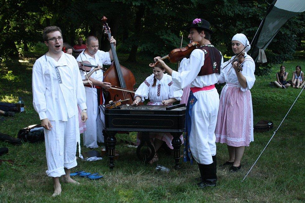 Ve Strážnici se konal jednasedmdesátý ročník Mezinárodního folklorního festivalu. Vystoupily tam soubory z celého světa.
