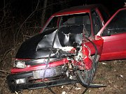 Nehoda na výjezdu z Hodonína. Čtyřiadvacetiletý řidič škodovky z místa utekl a nechal tam zraněného kamaráda. Na policii se přihlásil až po mnoha hodinách.