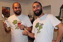 Vinaři v Hovoranech otevřeli své sklepy a lidem nabídli mladé víno.