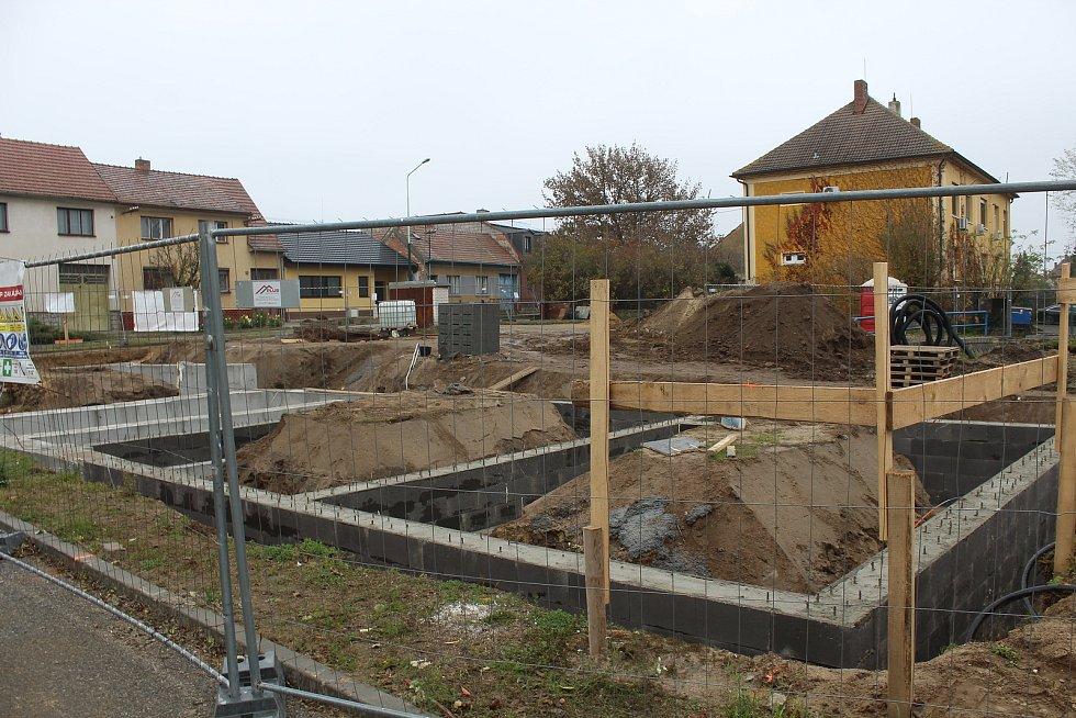 Výstavba nového obecního bytového domu pokračuje v Ratíškovicích i v polovině listopadu.