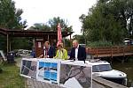 Ve skalickém přístavu podepsali představitelé Skalice, Rohatce a Obcí pro Baťův kanál memorandum za společnou přípravu lávky pro pěší a cyklisty přes řeku Moravu.