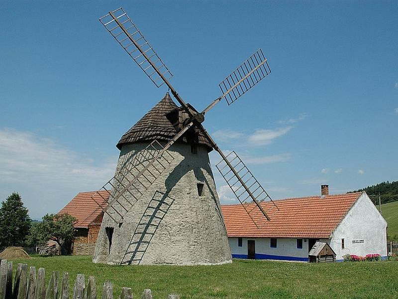 Národní kulturní památka, větrný mlýn v Kuželově.