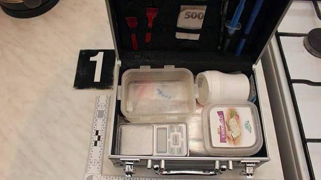 Vybavení zajištěné u výrobců pervitinu