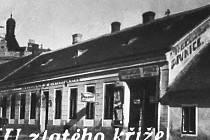 Za rohem vykukuje věž České reálky na ul. Horní Valy.