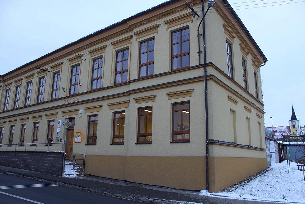 Proměny základní školy ve Vacenovicích.