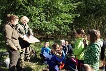 Žáci Základní školy T. G. Masaryka Šardice měli ve čtvrtek 8. října netradiční vyučování v šardickém lese.