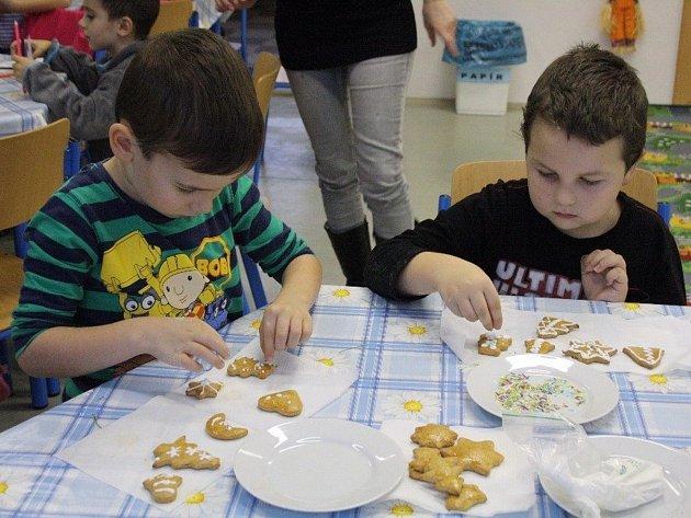 Každoročně pořádané pečení perníčků se i letos konalo na Základní škole ve Strážnici.