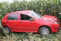 Auto skončilo v kukuřici pod Strážovským kopce.
