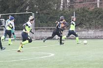 Nesytské fotbalistky (zelené dresy) první jarní duel nezvládly.