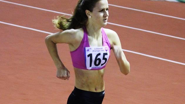 Stříbrnou příčku obsadila na čtyřsetmetrové trati Natálie Kolajová, která k výkonu 61,28 sekundy přidala na poloviční trati časem 27,34 vteřiny čtvrté místo.