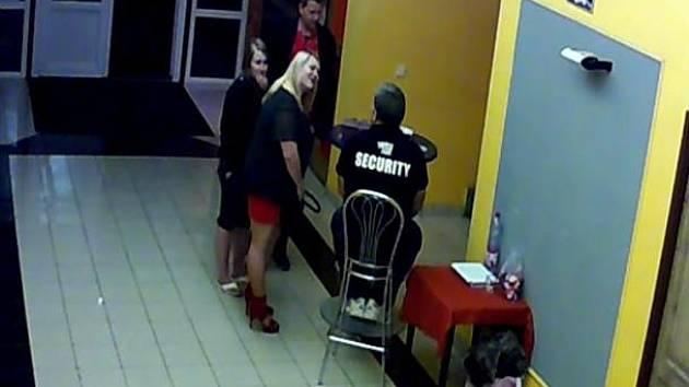 Policisté hledají svědky události, při níž se zranil čtyřiačtyřicetiletý muž.