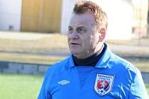 Miroslav Chromek patří k nejzkušenějším rozhodčím na Hodonínsku. V jihomoravských krajských soutěžích vykonává také funkci svazového delegáta.