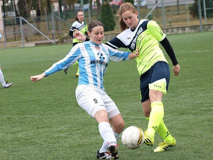 Hodonínským fotbalistkám vstup do jarní části sezony příliš nevyšel. Nesyt prohrál na umělé trávě v Dubňanech s Čáslaví 1:2.