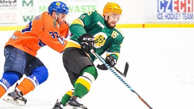 Hodonínští hokejisté si ve druhé lize připsali třetí porážku v řadě. Ve Vsetíně po boji prohráli 2:4 a v tabulce klesli na páté místo.