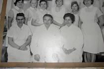 Primář Vladimír Gába s týmem spolupracovníků z hodonínské nemocnice.