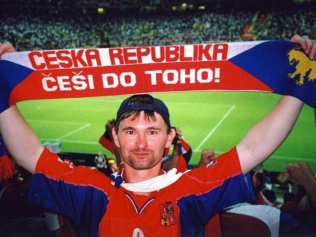 Ratíškovický fanoušek Přemysl Kouřil si nenechal ujít barážový duel Černé Hory s Českou republikou. Bývalý fotbalista Baníku a Dolních Bojanovic navštívil i čtyři předchozí evropské šampionáty.