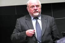 Jan Kux při besedách vypráví o legionářích učitelům i jejich studentům.