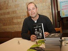 Autogramiáda nové knihy Roberta Bellana Normální debil v Hodoníně.