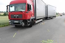 Dopravní nehoda, která se stala v pondělí kolem půl deváté ráno za Prušánkami. Na silnici ve směru na Moravský Žižkov se srazilo nákladní a osobní auto.