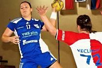 Dvacetiletá Slovenka Katarína Hvostáľová (v modrém) získala s Michalovcemi tři mistrovské tituly.