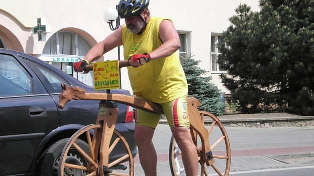 Na kole bez pedálů