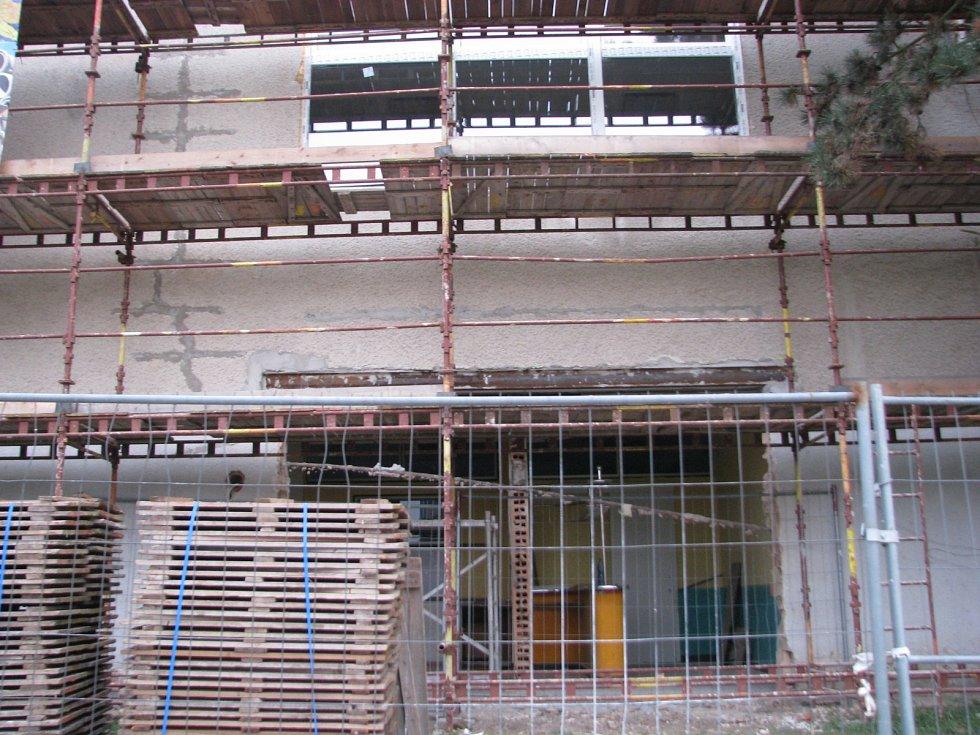 Rekonstrukce krytého plaveckého bazénu v Hodoníně.