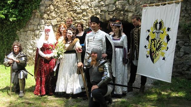 V podobných historických kostýmech se představí i na hodonínských Svatovavřineckých slavnostech.