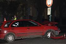 Dopravní nehoda u galerie.