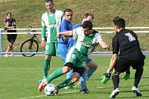 Fotbalisté Bzence (zelenobílé dresy) ve 29. kole krajského přeboru přestříleli Boskovice 6:3 a k postupu do divize jim schází jediný bod.