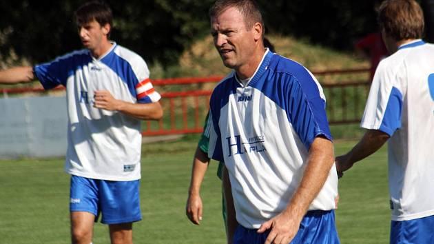 Fotbalisté Moravan v sobotu místo hodů slavili čtyřicátiny stopera Romana Klimeše (na snímku).