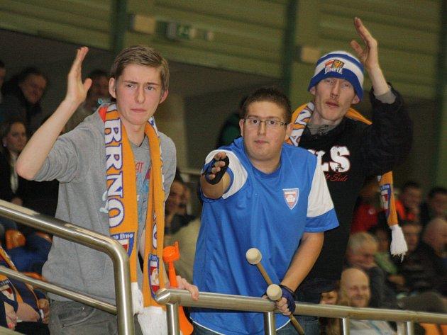 Některým brněnským fanouškům se v pátečním zápase s Vysokým Mýtem nelíbil výkon rozhodčích.