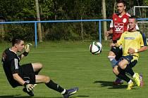Blatnický brankář Dominik Lipár (vlevo) předvedl proti břeclavské rezervě několik skvělých zákroků, porážce domácího týmu ale nezabránil.
