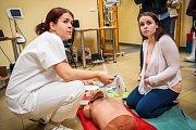Den otevřených dveří v Nemocnici Kyjov. Lidé navštívili vybraná oddělení a některé činnosti si přímo vyzkoušeli.