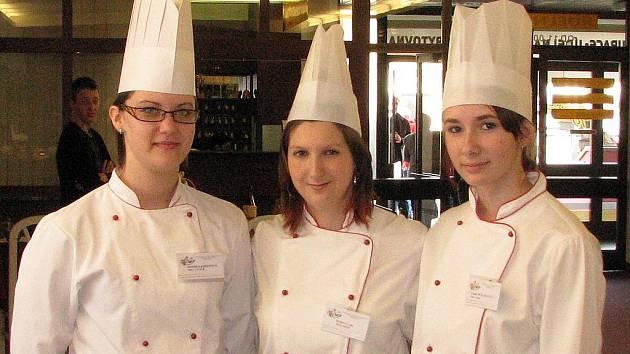 První ve své kategorii byla Monika Kroupová (vlevo), třetí pak Ivana Polášková (uprostřed) a Lenka Wőlfelová (vpravo).
