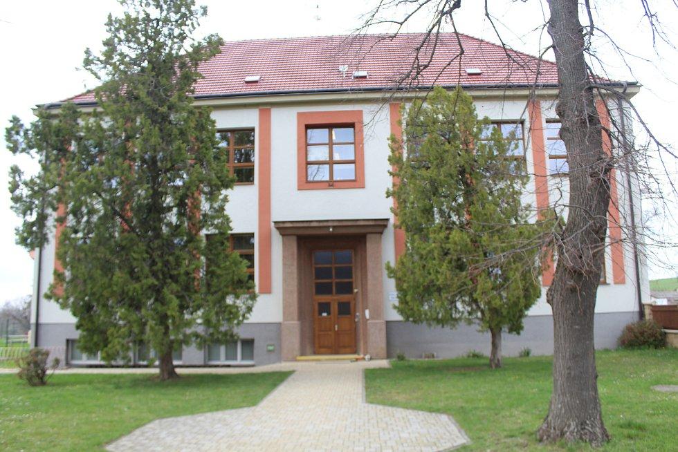 Základní škola v Radějově.