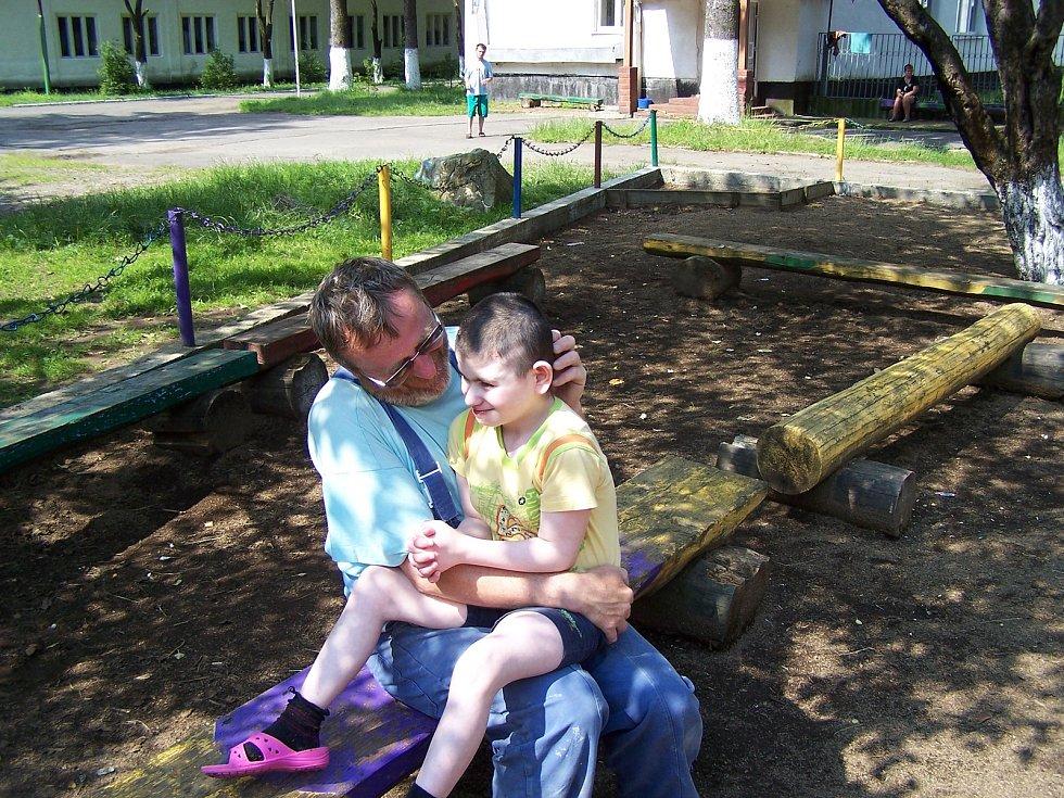 Lidé z kyjovské nadace Dětem z Vilšan změnili dětem z domova na Ukrajině život k lepšímu. Na snímku Stanislav Pokorný.