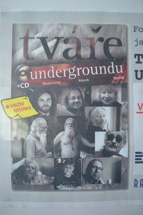 Unikátní výstava Tváře undergroundu doprovázela vzpomínkovou akci 30 let nové vlny se starým obsahem ve strážnickém kulturním domě.