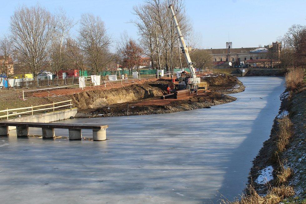 Stavební práce v přístavu ve Veselí nad Moravou. Ilustrační foto