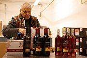 Lidé na Hodonínsku mají poměrně velký zájem o bedýnky s vínem.