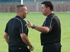 Nejen známí fotbaloví rozhodčí Petr Jonáš s Petrem Malíkem si budou muset zvyknout na opakovaná střídání v okresních soutěžích.