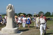 Odhalení sochy Cyrila a Metoděje na Nákle. Brzy tam má přibýt i socha knížete Svatopluka.