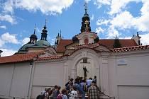 Poutní místo Klokoty  vystavěli benediktýni v letech 1701 – 1730.