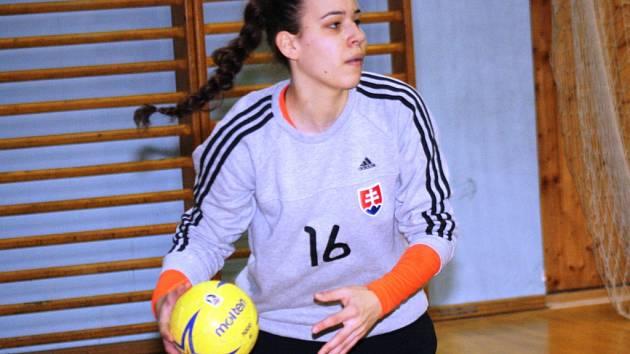 Patnáctiletá brankářka Barbora Hanzalíková patří mezi velké naděje slovenské házené.