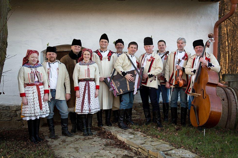 Fašank ve Velké nad Veličkou si lidé připomenou třeba díky klipům Musiky Fokloriky.