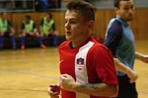 Hodonínský futsalista Tomáš Janulík se v závěrečném zápase letošní druholigové sezony blýskl čtyřmi góly. Béčko Tanga porazilo poslední Nasan Brno 8:5 a v tabulce skončilo páté.