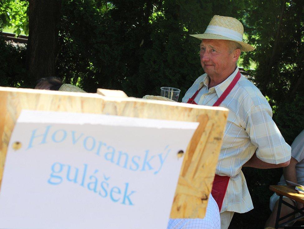 Druhý ročník Mužáckého gulášfestu se uskutečnil v Mutěnicích v areálu vinných sklepů.