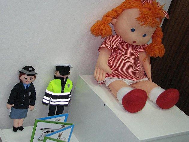 Jako pokojíček s hračkami vypadá nová dětská výslechová místnost. Tu ve středu po deváté hodině představili hodonínští policisté, kteří do nynějška prováděli výslech v kanceláři nebo museli s dětmi cestovat až do Brna.