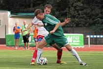 Hodonínský útočník Marek Ondryáš (v zeleném) se blýskl proti Staré Říši dvěma góly.