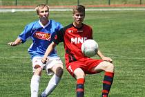 Hodonínský kapitán Dominik Pelikán (v červeném) měl proti Kroměříži dvě šance, ale žádnou neproměnil. Domácí dorostenci prohráli s Hanáckou Slavii 0:3.